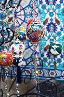 färgglada turkiska porslinsouvenirer foto
