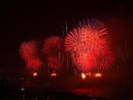 firande av de turkiska republikens dagröda fyrverkerier foto