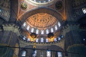 cupola av ny moské i istanbul foto