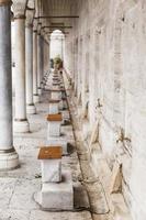 fragment av moskén inre gård. foto