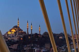 suleymaniye moské från halic metro bridge foto