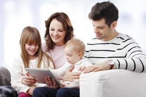 porträtt av lycklig familj foto