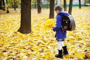 barnflicka i park