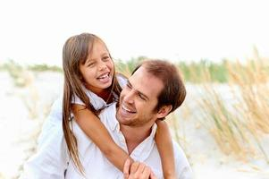 söt förälder och barn foto