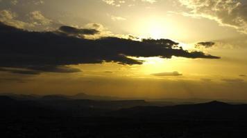 gul solnedgång foto
