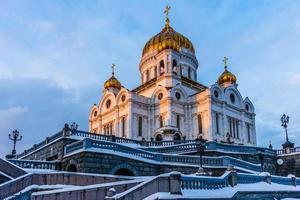 katedralen av Kristus frälsaren vid vinter solnedgången foto
