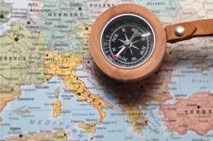 resmål Italien, karta med kompass foto