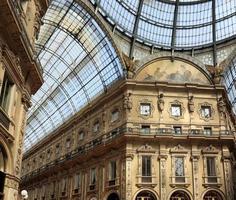 galleria vittorio emanuele ii, shopping arcade, milan, italy foto