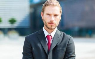 stilig blond manlig chef foto