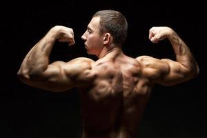 idealiska vackra ryggmuskler hos män. foto