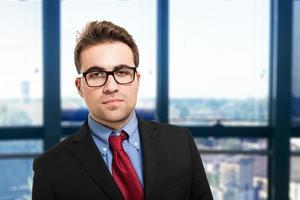 porträtt av en vänlig affärsman foto