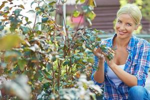 kvinnlig trädgårdsmästare foto