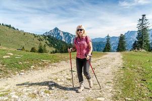 kvinnlig vandrare foto