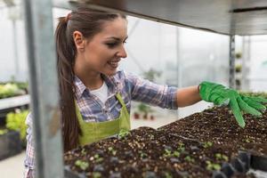 ung kvinnlig botaniker foto