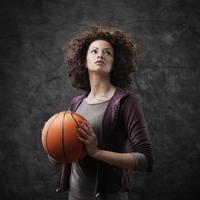 kvinnlig basketspelare foto