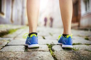 kvinnlig löpare, fötter närbild