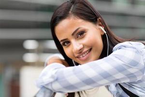 attraktiv kvinnlig högskolestudent foto