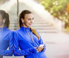 kvinnlig löpare med paus