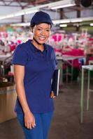 kvinnlig afrikansk textilfabrikansvarig foto