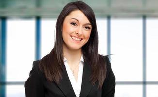 ung kvinnlig chef på kontoret