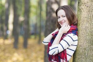 kvinnlig modell klädd i snygga kläder foto