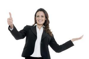 kvinnlig ledare, chef gör träningen. upp med händerna foto