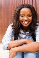 ung afroamerikansk kvinnlig högskolestudent foto