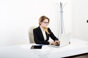 modern professionell affärskvinna foto