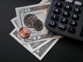 miniräknare och pengar foto