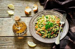 sallad med bulgur och grönsaker, tabbouleh