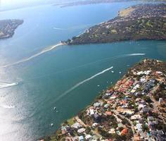 Flygfoto över floden och förorterna i Perth, västra Australien foto