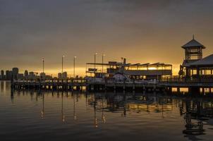 lämnar St brygga söder perth vid soluppgång foto