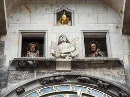 berömd astronomisk klocka i Prag, Tjeckien foto