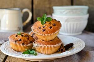 muffins med choklad droppar foto