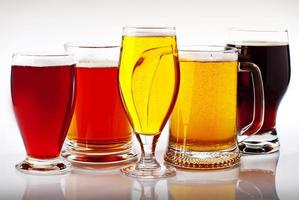 de fem färgerna på öl foto