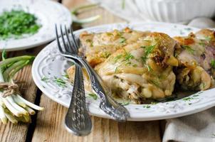 bakad kyckling i en maträtt