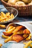 närbild av hemlagad fish & chips foto