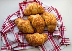 croissanter med ost foto
