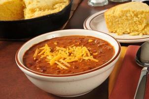 chili och majsbröd foto
