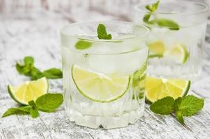 kall färsk limonaddrink
