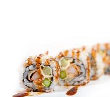 färskt sushi val kombination sortiment foto