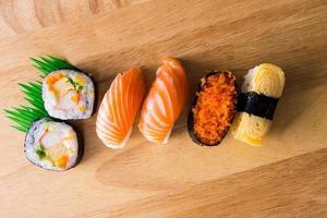 sushi och maki foto