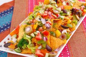 nachos och grönsaker foto