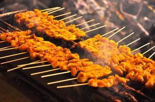 grillad fläsk satay, moo satay, thailändsk mat