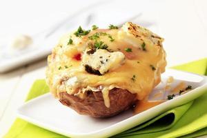 dubbelost ost två gånger bakad potatis