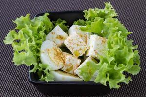 hälsosam sallad med tofu foto