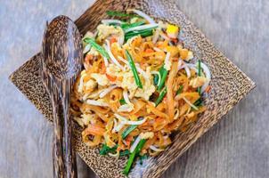 pad thai, thai stekt nudel foto