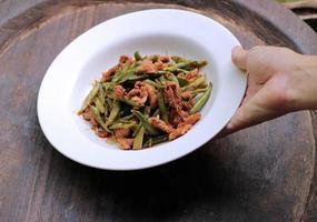 röd curry pasta med brodböna.