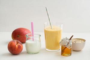 smoothie i ett glas foto
