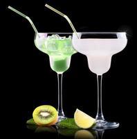 alkoholcoctailuppsättning med sommarfrukter foto